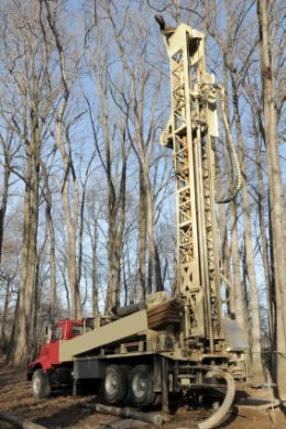 Water Well Drillers Need Hydraulic Tongs
